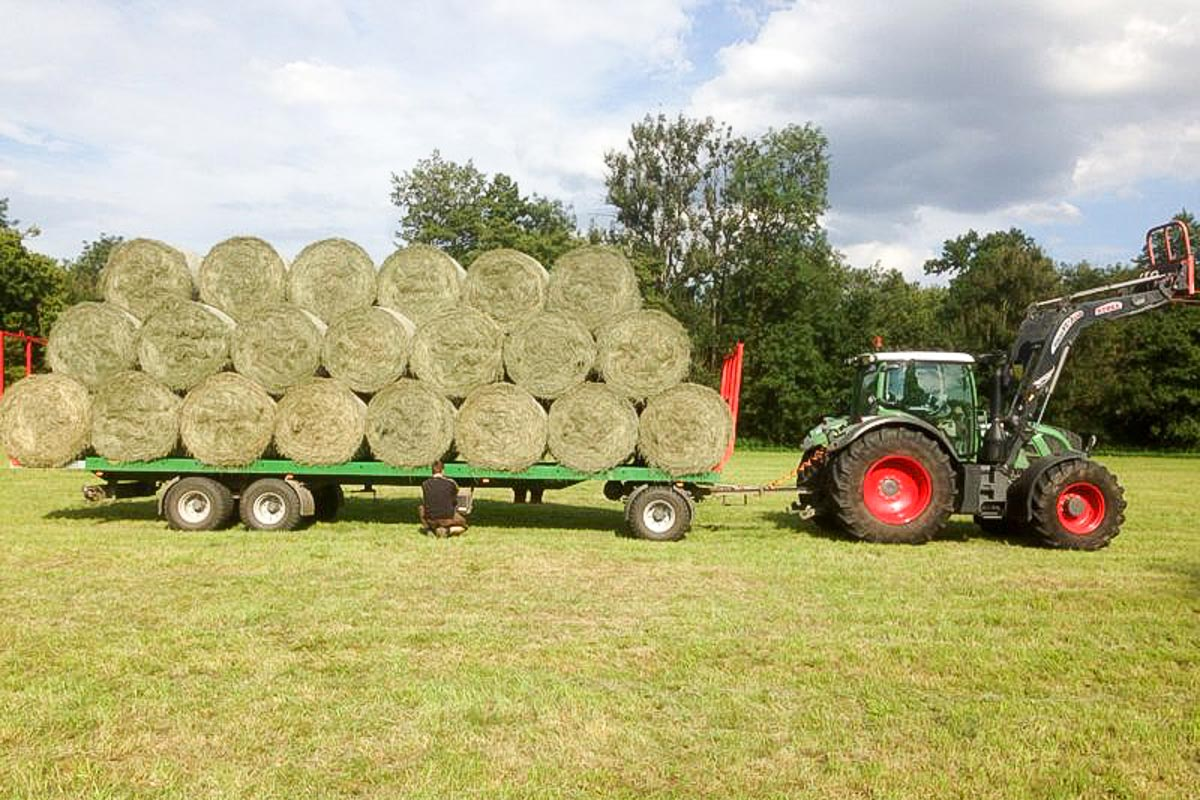 Heurundballen-Transport-2